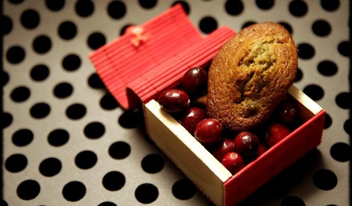 Madeleines au thé matcha et cranberries