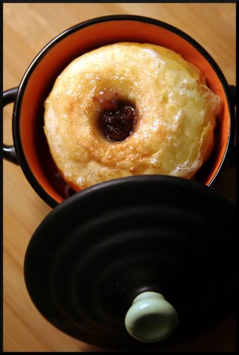 Pomme au four, confiture de poire/raisins/coing avec morceaux de raisins.