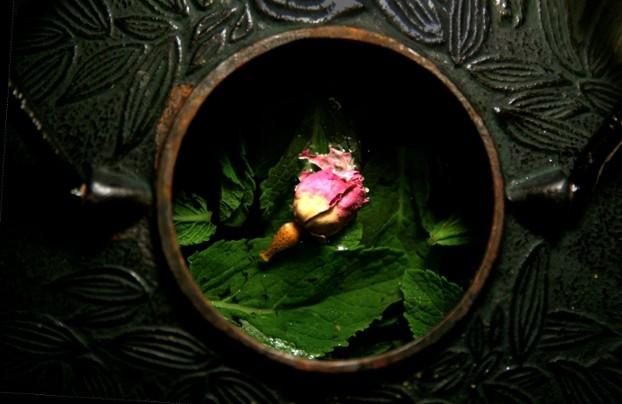 Thé à la menthe et à la rose {à la marocaine}