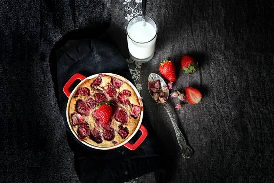 Clafoutis aux fraises et à la rose
