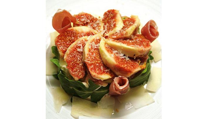 Emporte-pièce de chèvre frais à la figue, pomme et poivron