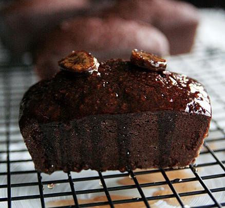 Cake au chocolat à la fleur de sel et banane séchée