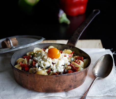 Orecchiette à l'aubergine, poivrons et féta