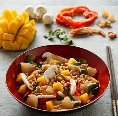 Salade de crevettes, mangue, poivron et pamplemousse