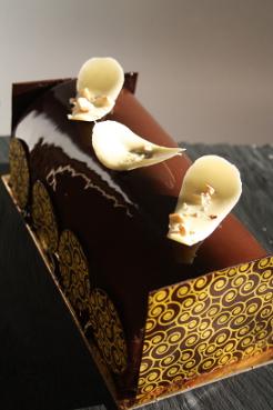 Bûche chocolat-poire (façon Charlotte). Religieuse et Tarte Catin