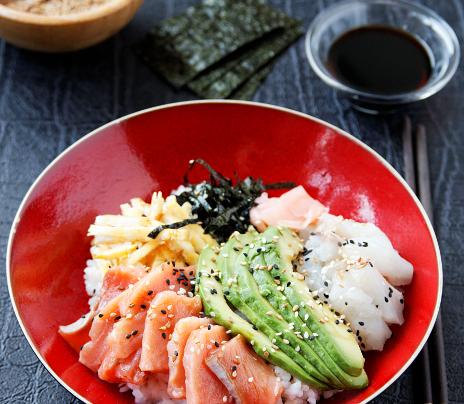 Chirashi de daurade et saumon sauvage
