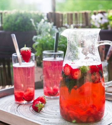 «Limonade» maison à la fraise et verveine fraîche